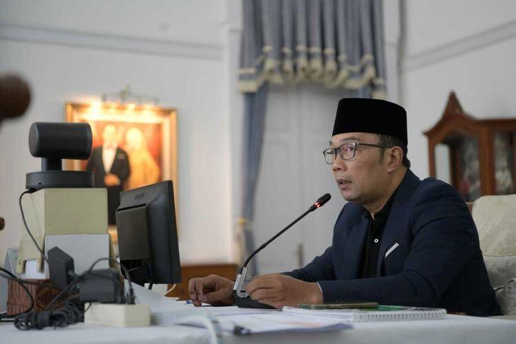 Gubernur Jawa Barat Ridwan Kamil saat silaturahim virtual dengan alim ulama, pengasuh pondok pesantren, ormas Islam, dan pimpinan lembaga keagamaan se-Jawa Barat, dari Gedung Pakuan, Kota Bandung, Senin (25/7/2021).