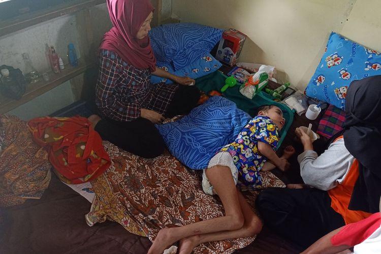 Muhammad Rizki Anugerah  (7) bocah laki-laki yang diduga dianiaya oleh orangtua kandungnya sendiri.