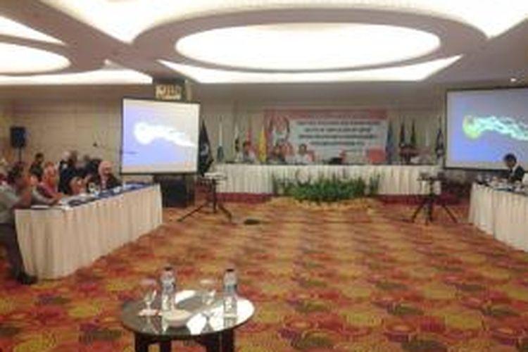 Komisioner Komisi Pemilihan Umum Daerah (KPUD) DKI Jakarta secara bergantian membacakan hasil pleno perolehan kursi DPRD DKI Jakarta di Hotel Merlyn Park, Jakarta, Senin (12/5/2014).