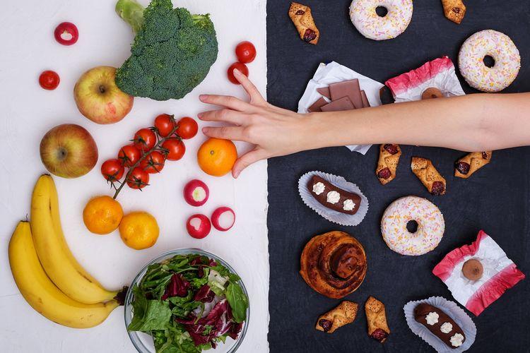 Ilustrasi makanan manis dan buah-buahan