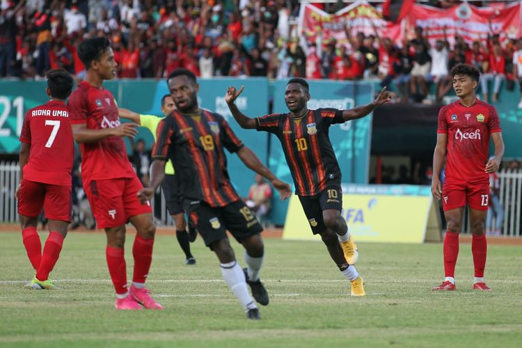 Hasil final sepak bola putra PON XX Papua 2021. Tim putra Papua melawan Aceh pada laga final sepak bola PON XX Papua 2021, Kamis (14/10/2021).