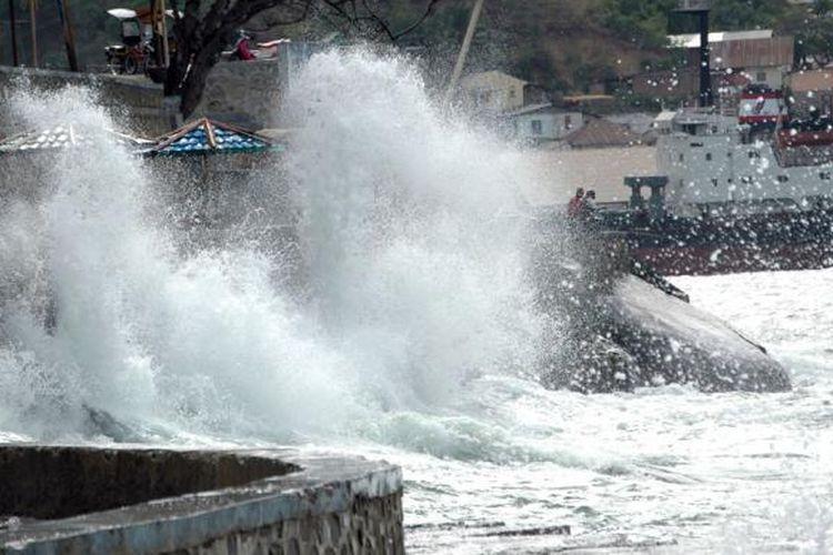 Ilustrasi gelombang latu tinggi.
