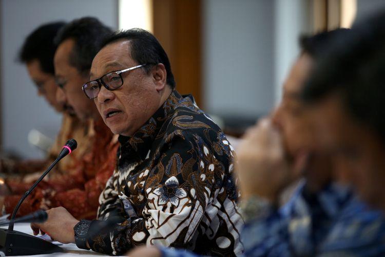 Direktur Utama PT Bank Tabungan Negara (Persero) Tbk. Maryono bersama jajaran Direksi Bank BTN saat konferensi pers Paparan Kinerja Bank BTN per Kuartal III/2017 di Menara BTN, Jakarta, Senin (23/10/2017).