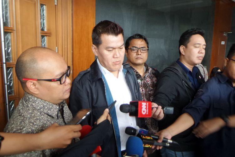 Andi Agustinus alias Andi Narogong saat diwawancarai seusai sidang di Pengadilan Tipikor Jakarta, Kamis (30/11/2017).
