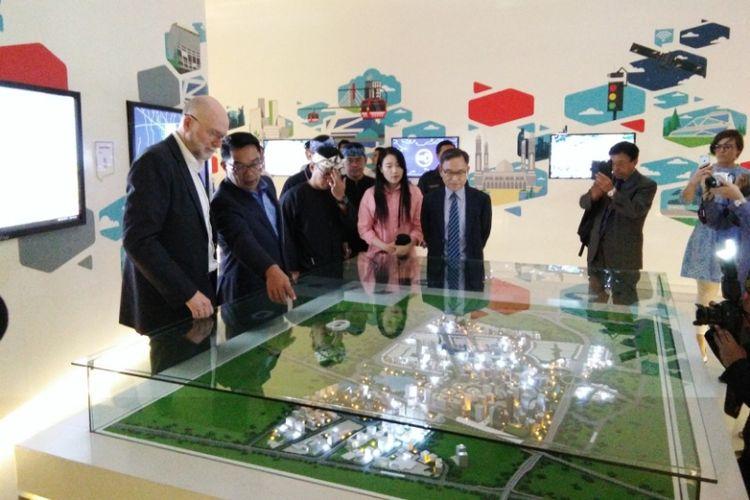 Duta Besar Australia untuk Indonesia, Paul Grigson saat meninjau Bandung Planning Gallery, Rabu (16/8/2017).