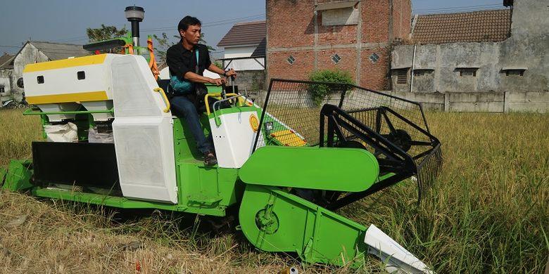 Penggunaan combine harvester