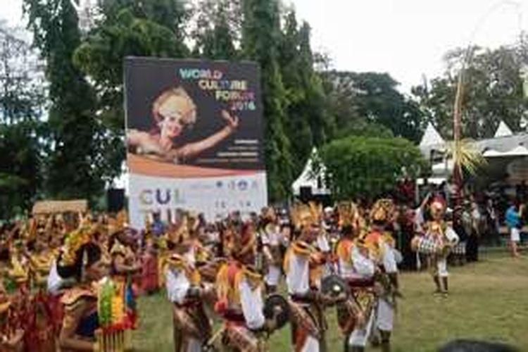 Parade Budaya World Culture Forum (WCF) 2016 di Lapangan Puputan Denpasar, Bali, Selasa (11/10/2016).