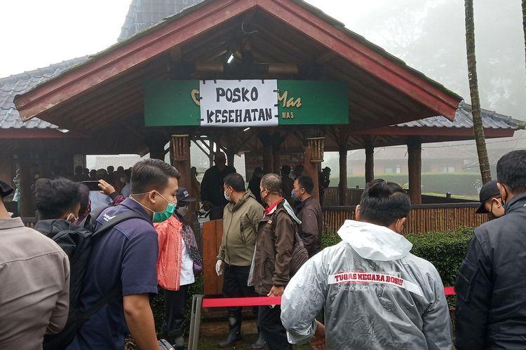 Satgas Penanganan Covid-19 Kabupaten Bogor membatasi relawan ke lokasi bencana di Komplek Gunung Mas, Puncak Bogor, Jawa Barat, Rabu (20/1/2021).