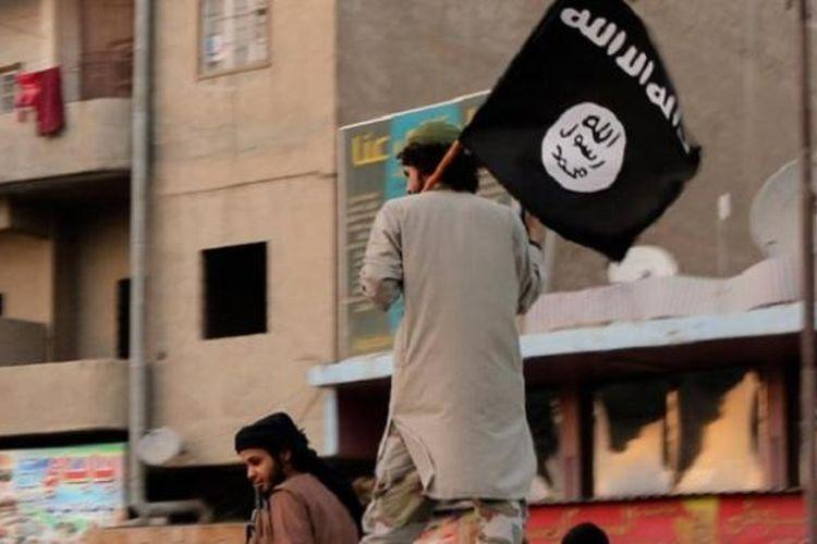 ISIS dilaporkan telah menyalibkan seorang pria di Raqqa, ibu kota kekhalifahan kelompok teror itu di Suriah.