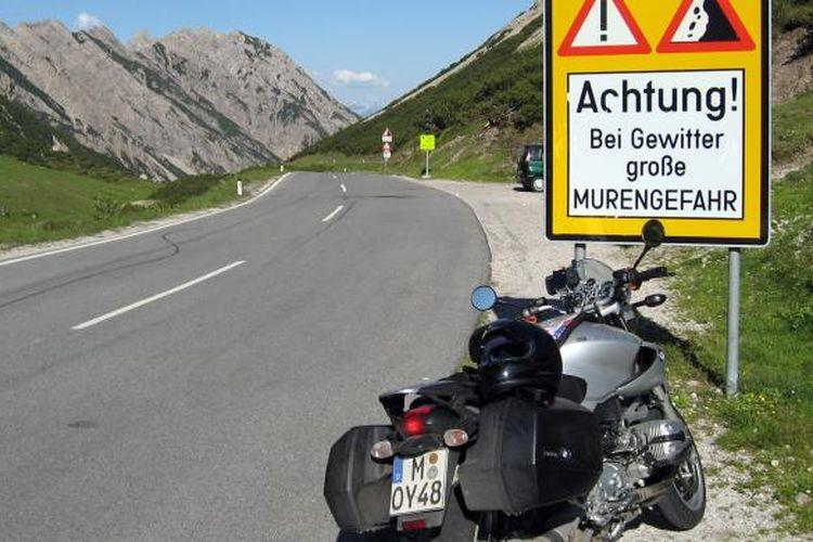 Berkendara sepeda motor mulai marak pasca musim dingin di Eropa.