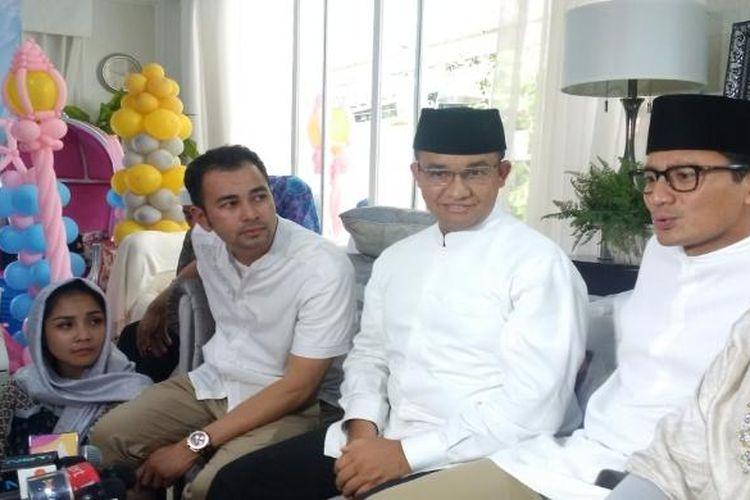 Anies Baswedan dan Sandiaga Uno menghadiri acara pengajian yang digelar di kediaman Raffi Ahmad dan Nagita Slavina di Green Andara Residence, Pondok Labu, Jakarta Selatan, Sabtu (18/2/2017).