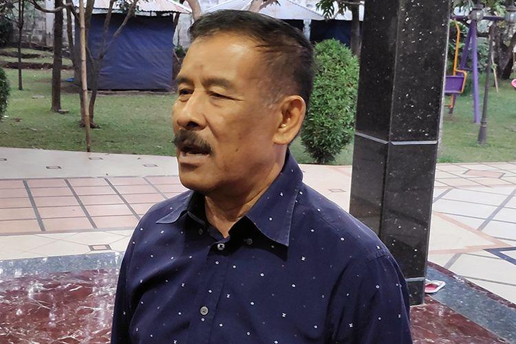 Manajer Persib Bandung, Umuh Muchtar, berbicara kepada wartawan soal sanksi yang diterimanya, Jumat (8/3/2019) malam WIB.
