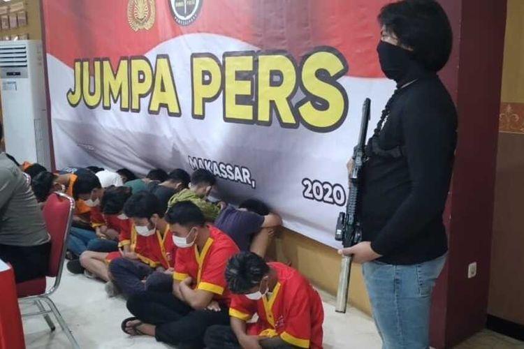 17 anggota geng motor yang terlibat dalam penyerangan dan perampasan barang milik waega di Jalan Cendrawasih, Kecamatan Mamajang, Makassar, Selasa (11/8/2020).