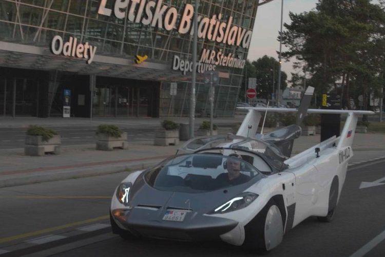 Penampakan mobil hybdrid AirCar yang diciptakan oleh Stefan Klein.