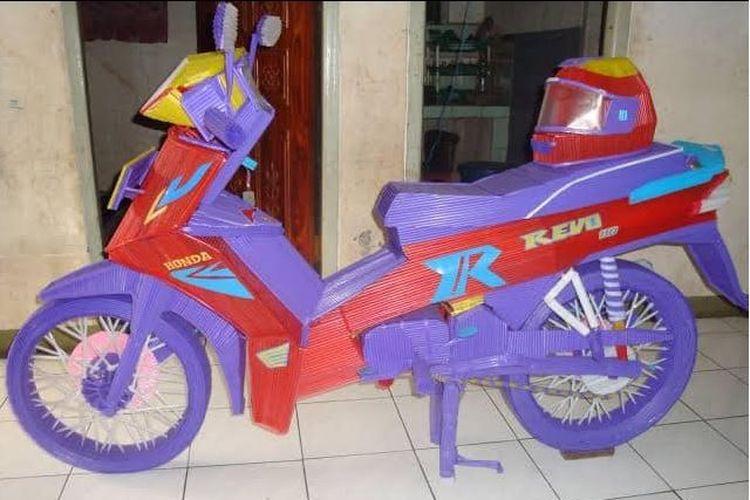 Viral Sepeda Motor Dari Sedotan Plastik Awalnya Mau Buat Perahu Layar Tapi Halaman All Kompas Com