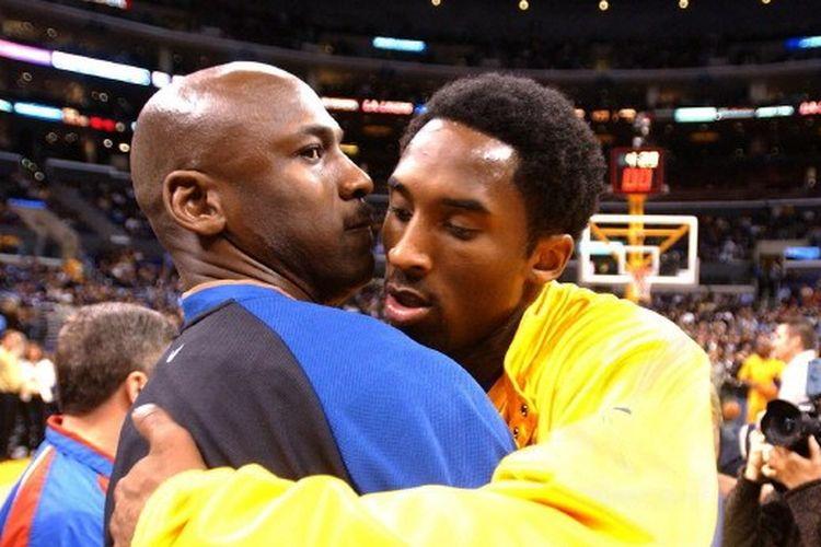 Mantan pebasket NBA, Michael Jordan dan Kobe Bryant.