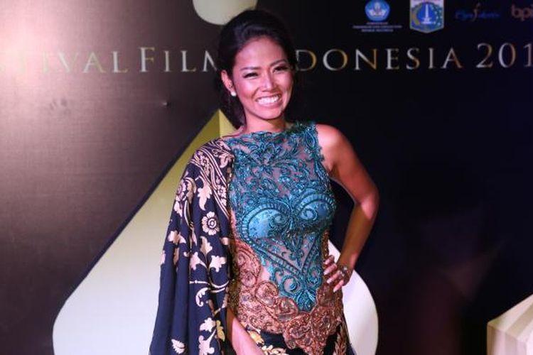 Shanty diabadikan ketika menghadiri pergelaran Festival Film Indonesia (FFI) 2016 di Teater Besar Taman Ismail Marzuki, Jakarta Pusat, Minggu (6/11/2016). Ajang penghargaan bagi insan perfilman Indonesia itu kali ini mengangkat temaRestorasi Film.