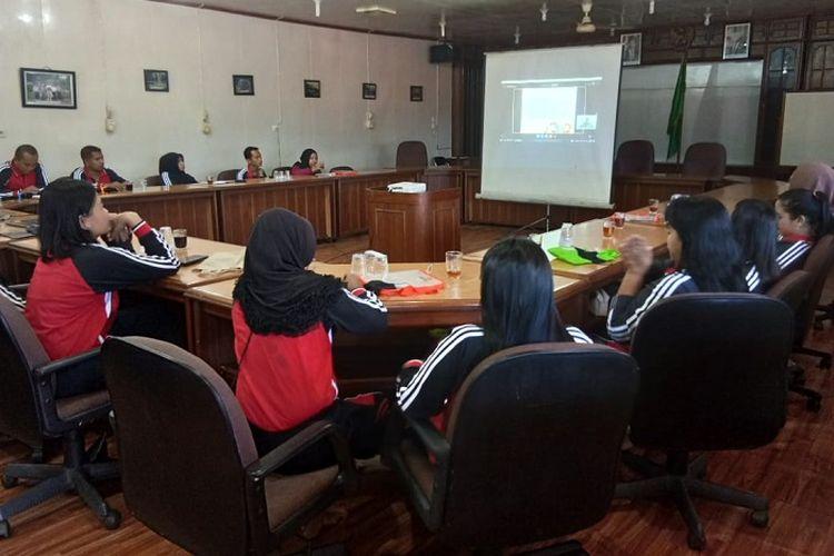 Para guru di tanah air antusias mengikuti lokakarya Edukasi Pencegahan Karhutla Nasional yang pertama kali dilaksanakan. Kegiatan ini diikuti lebih dari 400 guru dari Sumatera, Kalimantan dan Papua.