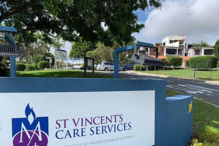 Dua warga yang tinggal di pusat perawatan St Vincent di kawasan Caseldine, Brisbane, Australia, hingga saat ini belum menunjukkan reaksi tertentu akibat dosis vaksin yang berlebihan.