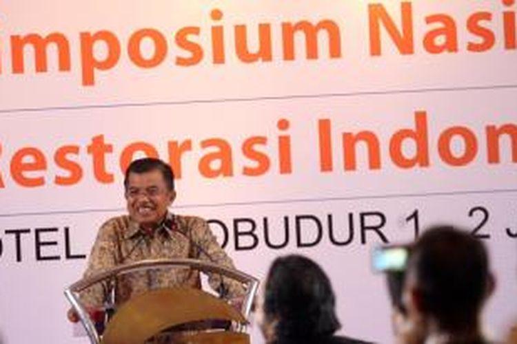 Mantan Wakil Presiden Jusuf Kalla menjadi salah satu pembicara utama dalam Simposium Nasional Restorasi Indonesia di Hotel Borobudur, Jakarta, Selasa (1/6/2010)