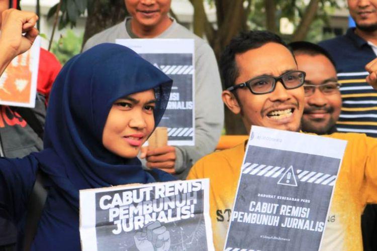 Gabungan organisasi mahasiswa dan wartawan menggelar demonstrasi di Taman Riyadah, Kota Lhokseumawe, Sabtu (26/1/2019). Menuntut Presiden Joko Widodo (Jokowi) mencabut remisi yang diberikan pada Susrama, terpidana kasus pembunuhan jurnalis Radar Bali, AA Prabangsa.