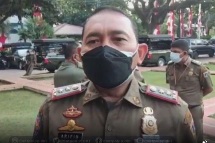 Kasatpol PP DKI Jakarta Arifin saat memberikan keterangan modus penipuan rekrutmen PJLP melalui siaran video, Selasa (27/7/2021)