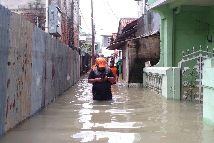 Baznas Provinsi DKI Jakarta periksa keadaan warga yang terdampak banjir di permukiman Cawang Jakarta Timur, Sabtu (2/8/2020)