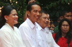 Usai Deklarasi, Jokowi-JK Bergantian Cium Bendera Merah Putih