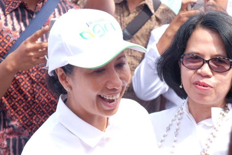 Menteri BUMN Rini Soemarno saat meresmikan program kewirausahaan untuk petani dan MBB di Sliyeg, Indramayu, Kamis (11/1/2018)