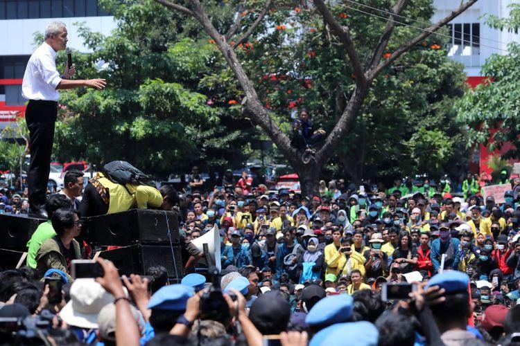 Gubernur Jawa Tengah Ganjar Pranowo saat menemui ribuan mahasiswa dalam aksi demonstrasi di depan Gubernuran Jateng, Selasa (24/9/2019) lalu.