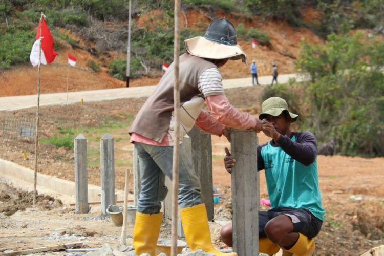 Pembangunan jalan perbatasan Indonesia-Malaysia di Kalimantan Utara sepanjang 966,59 kilometer terus dikerjakan meskipun di Tengah Pandemi Covid-19.