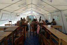 Belajar di Tenda Pengungsian, Murid Sekolah Khusus yang Bangunannya Retak Mengeluh Kegerahan