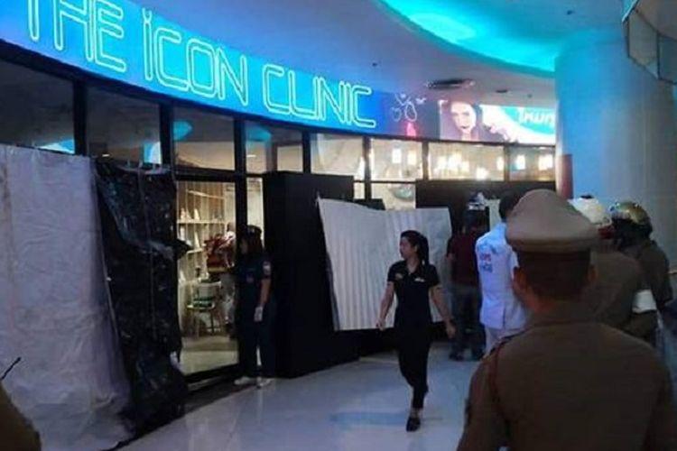 Suasana The Icon Clinic yang menjadi lokasi kejadian penembakan di Bangkok, Thailand, Selasa (18/2/2020). Seorang pria merangsek masuk dan menembaki satu perempuan hingga tewas, di mana polisi menyebut motifnya adalah kecemburuan.