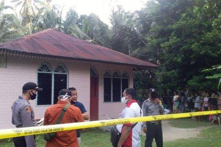 POLISI tengah melakukan penyelidikan kasus pembunuhan yang dilakukan suami, Heri Irawan terhadap istrinya sendiri, Ayu Widati Siregar di sebuah rumah di Dusun II Desa Sei Mati Kecamatan Simpang Empat, Asahan pada Rabu (27/5/2020).