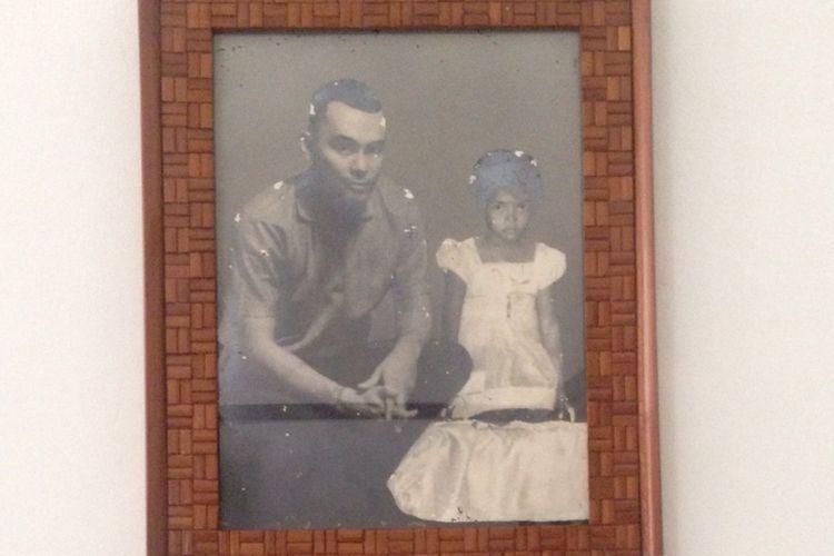 Foto Ade Irma bersama  Lettu Andreas Pierre dibingkaian rapi di Museum DR. A.H Nasution, Jakarta, Selasa (26/9/2017)
