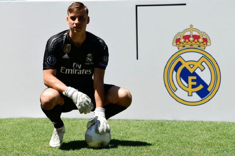 Kiper Ukraina, Andriy Lunin, diperkenalkan sebagai pemain baru Real Madrid di Santiago Bernabeu, 23 Juli 2018.