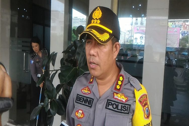 Kapolresta Manado Kombes Pol Benny Bawenselsaat diwawancarai wartawan, di Polresta Manado, Senin (14/01/2019).