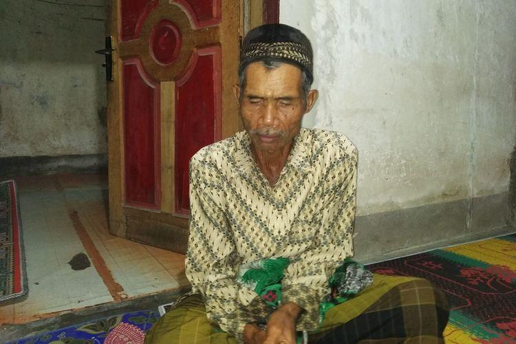 Bapak Zaenal Abidin ditemui dikediaman Rumahnya