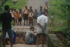 Sebuah Jembatan di Kabupaten Malang Ambrol akibat Hujan Deras, 7.450 Orang Terisolasi