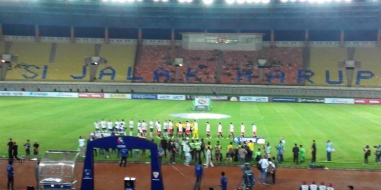 Pertandingan Pelita Bandung Raya (PBR) melawan juara Europa League, Sevilla FC di Stadion Si Jalak Harupat Kabupaten Bandung, Kamis (22/5/2014).