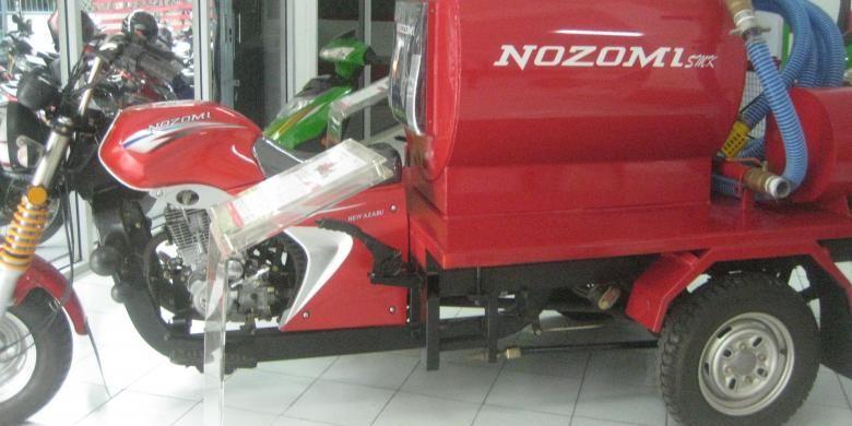 Varian sepeda motor roda tiga Nozomi untuk pengangkut tinja. Berkapasitas muat 500 liter cairan, varian bertajuk Nozomi Azabu 200 CC digarap dengan menyertakan siswa Sekolah Menengah Kejuruan (SMK) di Cikarang (Kabupaten Bekasi) dan Kabupaten Subang (Jawa Barat).