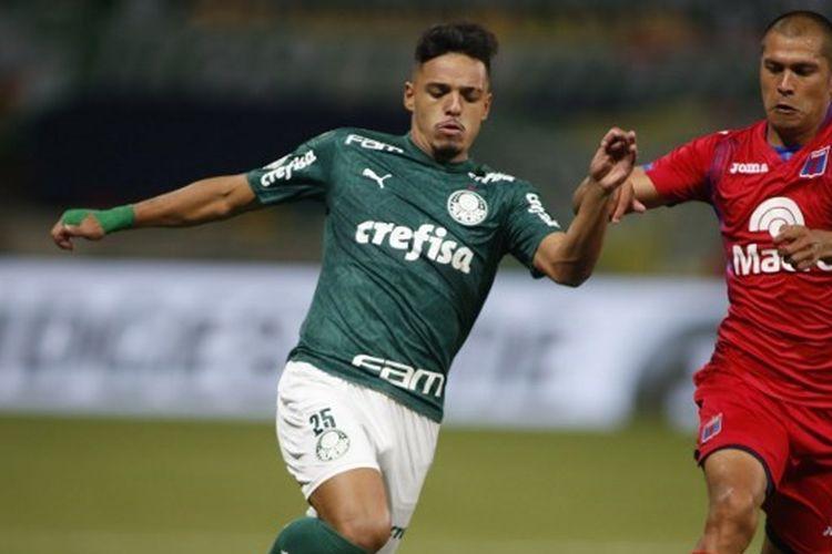 Gelandang Palmeiras asli Brasil, Gabriel Menino.