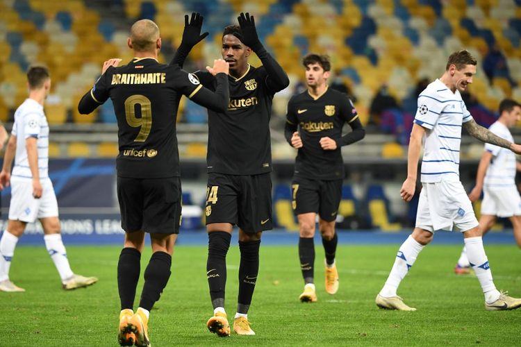 Penyerang Barcelona Martin Braithwaite berselebrasi usai mencetak gol ke gawang Dynamo Kiev pada laga matchday empat Grup G Liga Champions di Stadion Olympiyskiy, Rabu (25/11/2020) dini hari WIB.