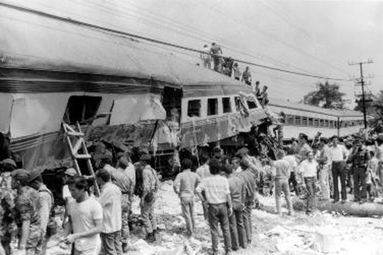 Kecelakaan kereta api di kawasan Bintaro, Jakarta Selatan, 1987.
