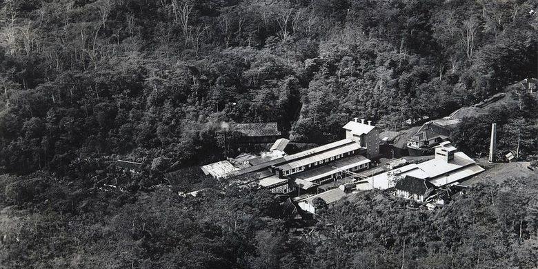 Pabrik Cipetir sekitar 1928-1937. Pada masa keemasannya, produk gutta percha dari pabrik Cipetir dikirim ke berbagai negara di dunia.