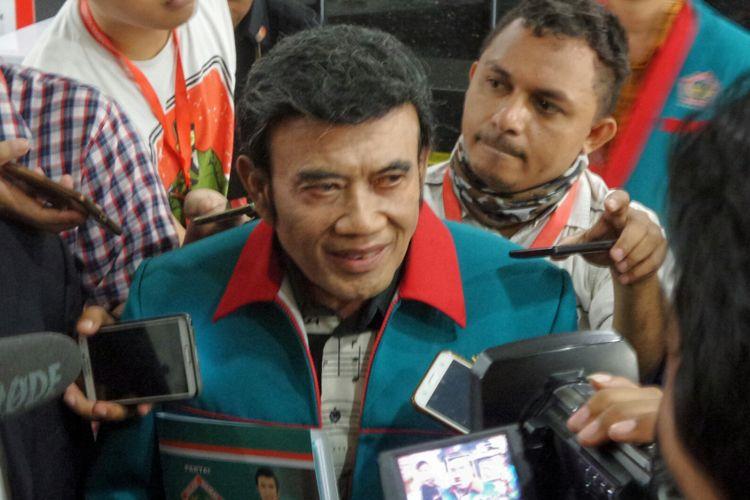 Ketua Umum Partai Islam Damai Aman (IDAMAN) Rhoma Irama saat mengajukan gugatan uji materi UU Pemilu 2019 ke Mahkamah Konstitusi (MK) pada, Rabu (9/8/2017).
