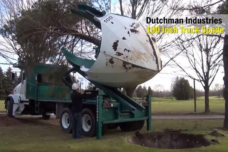 Truk mesin tree spade di Jerman.