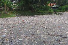Baunya Waduk Bujana Tirta yang Dipenuhi Sampah