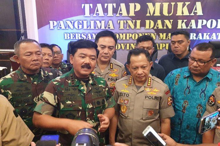 Panglima TNI dan Kapolri saat mengunjungi Jayapura pada 27 Agustus 2019.