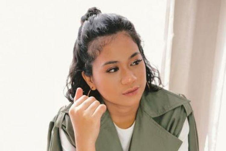 Penyanyi solo wanita asal Indonesia, Latinka, yang melejit setelah membawakan lagu utamanya Aku Bisa Mati.